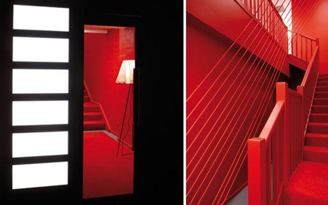 Decoracion oficina en rojo y con cuerdas