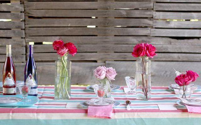 decoracion-mesas-verano-botellas-flores