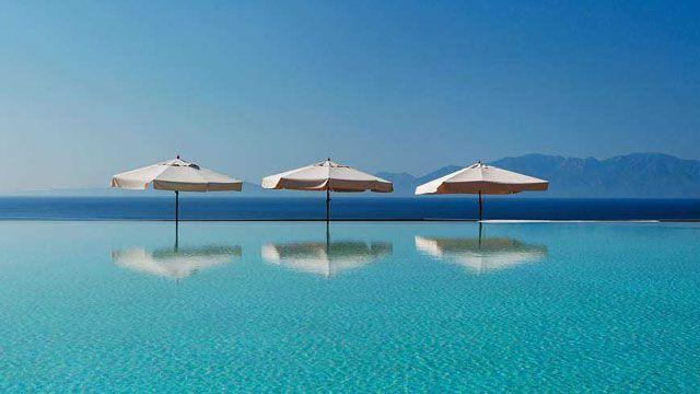 Decoración de piscinas desbordantes - infinity pools
