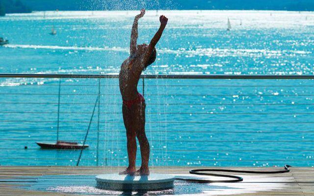 ducha de exteriores para decorar piscinas
