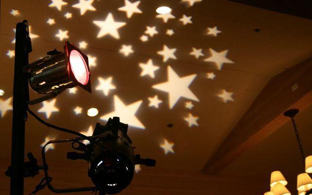 Iluminación de locales mediante proyección