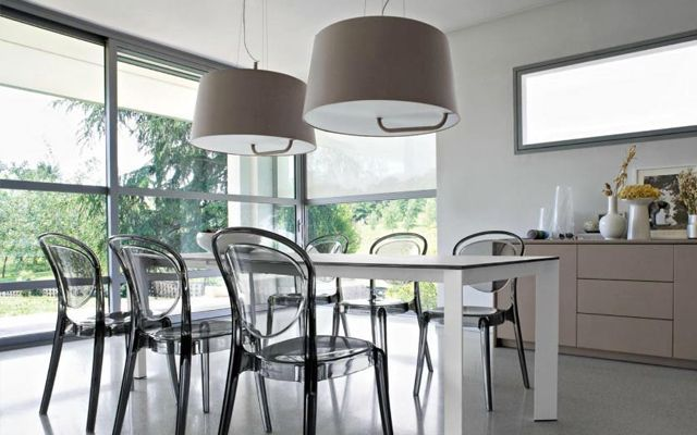 Decorando con sillas transparentes for Sillas plasticas comedor