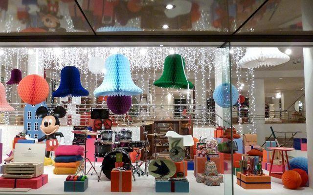 Diseño y decoración de navidad para los escaparates de las tiendas