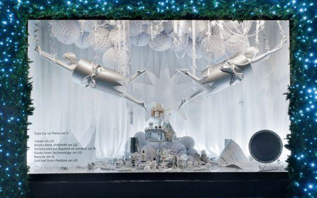 Dise o de escaparates de navidad en color blanco - Ideas escaparates originales ...