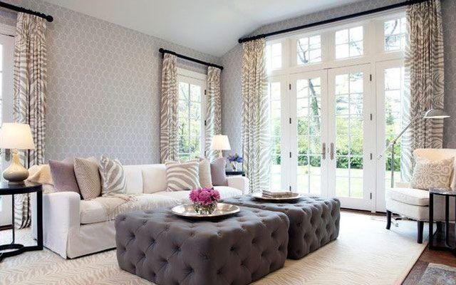 Salón decorado con doble otamana