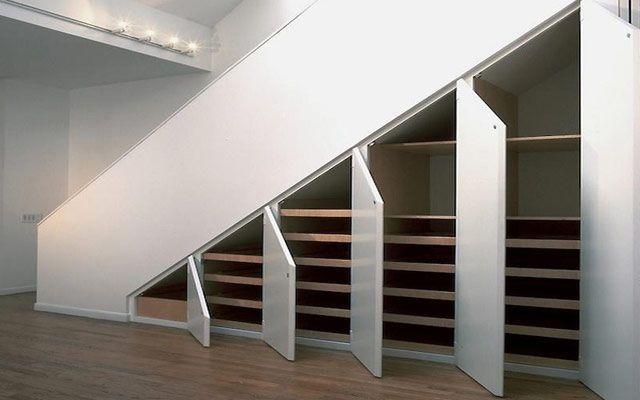 Aprovechando el espacio bajo la escalera armarios y for Aprovechar hueco escalera