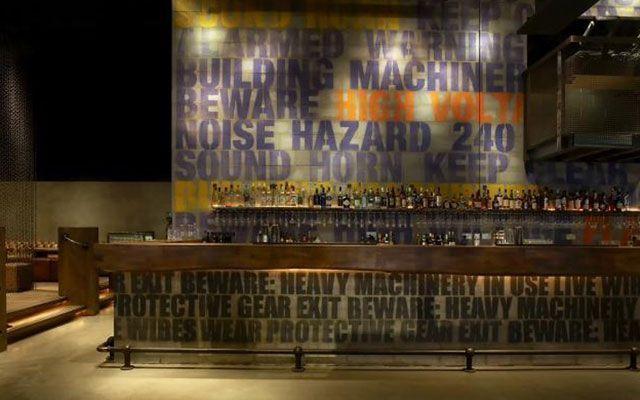 C mo decorar una barra de bar for Disenos de bares rusticos