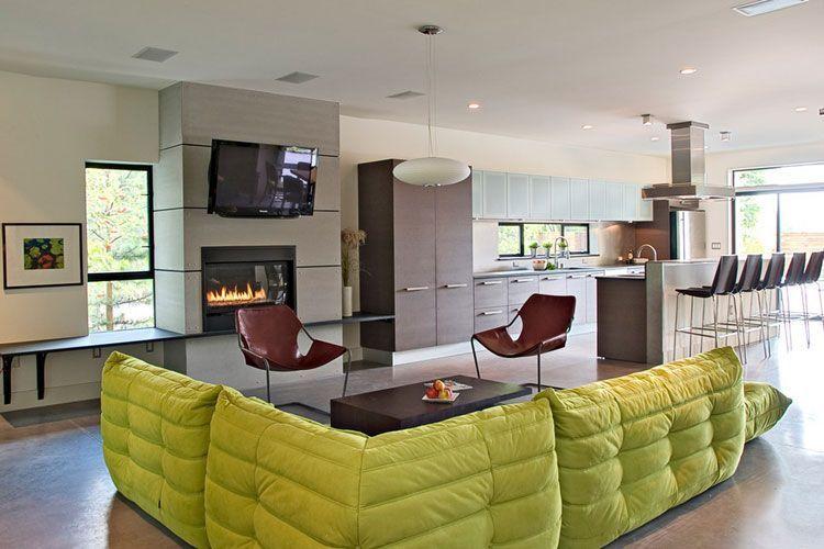 Salones con sofás de color
