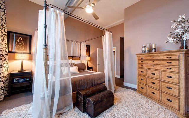 Baúles, banquitos y otros accesorios a pie de cama