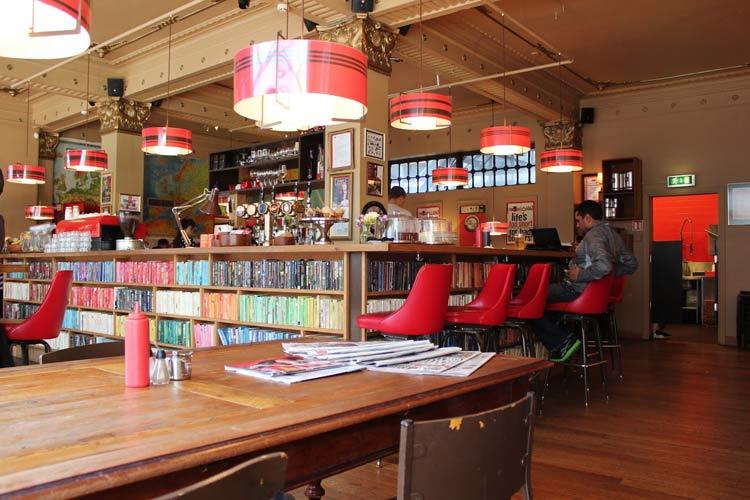 decoracion-cafeterias-con-libreria-05