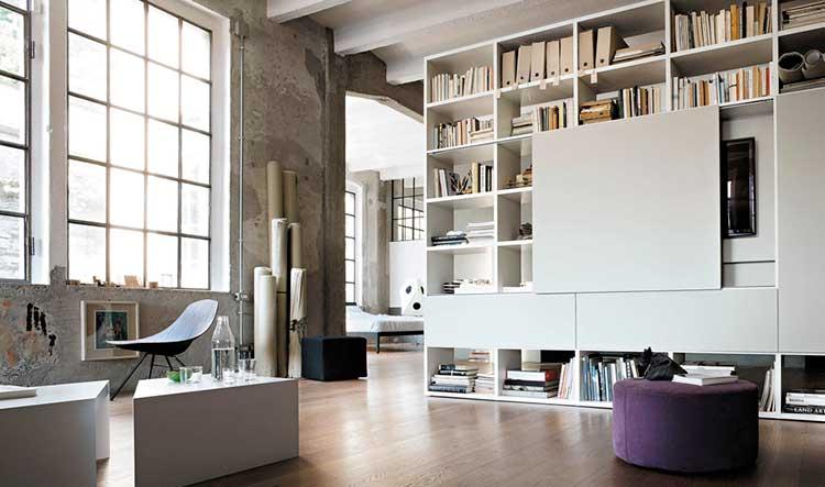 Librería de salón con espacio para televisión