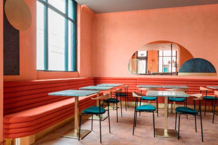 Restaurante Omar's Place: decoración mediterránea.